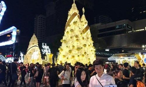 Người Việt đón Noel ở Bangkok - 1