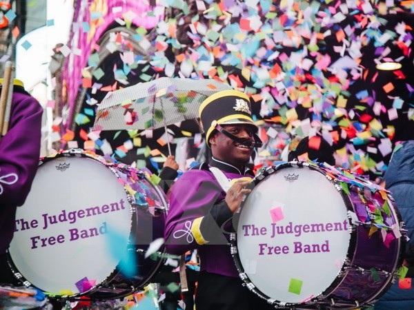 Các nhạc công biểu diễn trong lễ tung hoa giấy trên Quảng trường Thời đại tại lễ tổng duyệt đón năm mới ngày 29/12. (Nguồn: EPA/TTXVN)