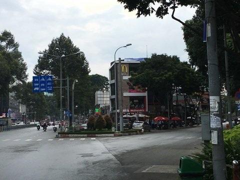 Vị trí nhà hàng này khi xưa là vũ trường Kim Sơn.