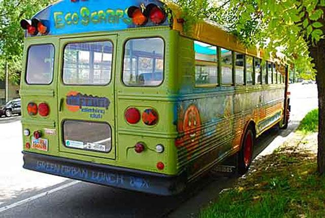 Lạ lùng trồng rau trong… xe buýt - 2