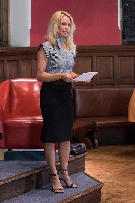 Pamela Anderson vừa thuyết giảng tại đại học Oxford