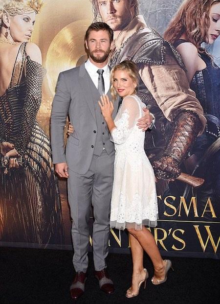 """Chris Hemsworth """"lo lắng"""" trước tin đồn bị vợ bỏ"""