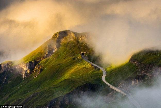 Bộ ảnh về tuyến đường đẹp nhất châu Âu khiến mọi phượt thủ si mê - 1