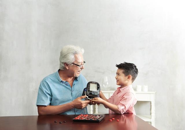 Theo dõi huyết áp tại nhà phòng tránh nguy cơ tai biến, tiết kiệm thời gian và chi phí