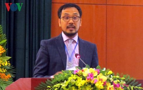 Ông Nguyễn Đăng Bằng, Giám đốc chương trình Thạc sỹ tài chính của Đại học Cambridge, Vương quốc Anh, trình bày tham luận tại hội nghị.