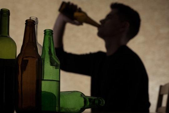 Thường xuyên uống rượu say ở thiếu niên để lại ảnh hưởng lâu dài
