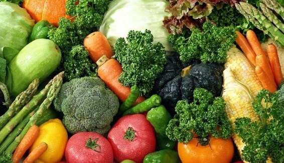 Nên ăn nhiều chất xơ, hoa quả, cung cấp đủ lượng nước cho cơ thể để đẩy lùi táo bón (ảnh minh họa)
