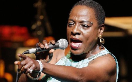 Nữ ca sĩ Sharon Jones vừa qua đời
