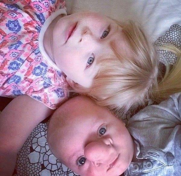 Ollie và chị gái Annabelle.