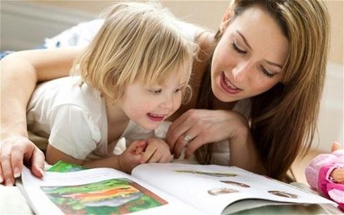 Đọc sách với trẻ giúp chúng phát triển nãobộ - 1