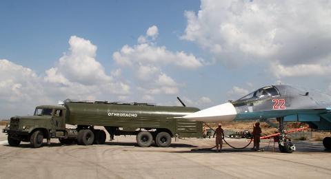 Hoạt động tiếp liệu cho máy bay ở căn cứ không quân Hmeymim