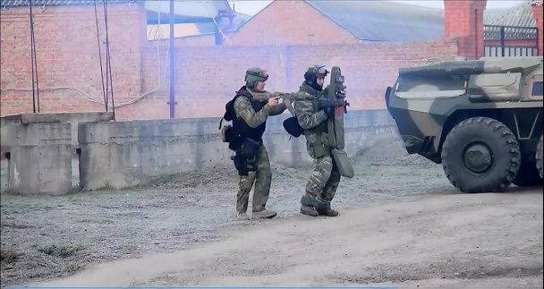 An ninh Nga tấn công tiêu diệt cha con trùm khủng bố - 2
