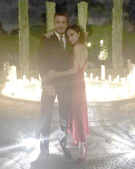 Vợ chồng David Beckham khoe ảnh tình tứ bên nhau