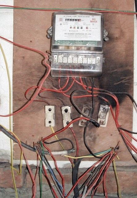 Việt Nam đứng thứ 3 danh sách những quốc gia có đường dây điện… kinh hoàng nhất thế giới - 1