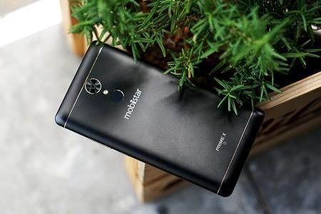 Prime X1 gây ấn tượng với thiết kế sang trọng, được hoàn thiện tốt và màu đen nhám xu hướng