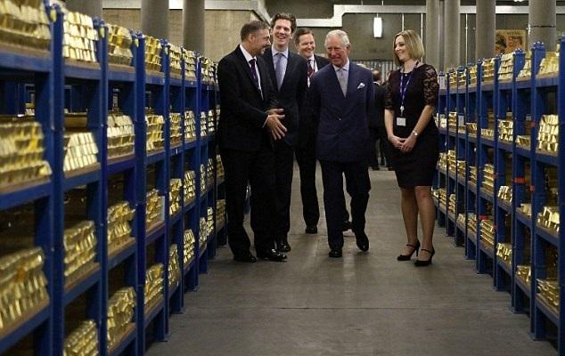 Hoàng tử Anh choáng ngợp trước kho vàng 400.000 thỏi - 2