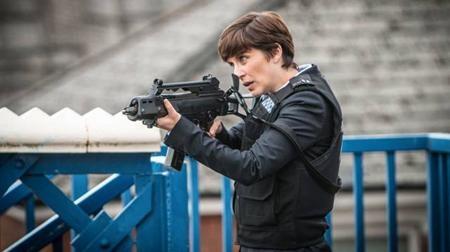 """Từng được vinh danh là tác phẩm xuất sắc nhất của kênh BBC Two trong vòng một thập kỷ qua, """"Line of duty"""" dễ dàng có mặt trong top những siêu phẩm của màn ảnh nhỏ năm 2016. Ở thời điểm hiện tại, """"Line of duty"""" chính là món ăn tinh thần phù hợp nhất dành cho những khán giả yêu thích dòng phim hình sự, tội phạm."""