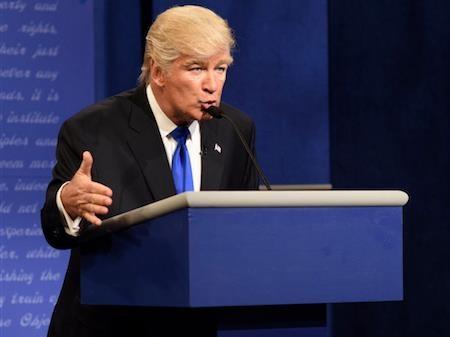 """Alec Baldwin từng gây """"sốt"""" khi đóng giả Donald Trump"""