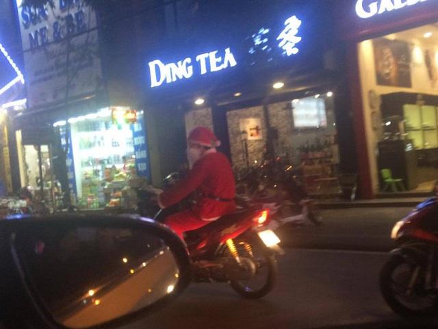 Các ông già Noel phải hoạt động liên tục