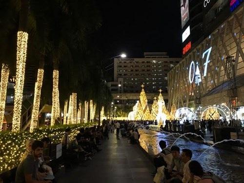 Người Việt đón Noel ở Bangkok - 2