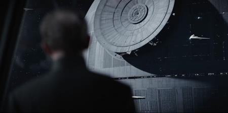"""Hiện vẫn đang tiếp tục được công chiếu nhưng bom tấn cuối cùng trong năm 2016 của nhà Disney, """"Rogue one: A star wars story"""" hiện đã """"cá kiếm"""" được hơn 635 triệu đô la Mỹ trên toàn cầu. Nhiều ý kiến dự đoán, phần phim mới nhất của """"Star war"""" sẽ còn tiếp tục thu về hơn 40 triệu đô la Mỹ nữa và sẽ sớm chính thức """"vượt mặt"""" người anh em """"Doctor Strange"""" để đứng trong top 10 siêu phẩm ăn khách nhất."""