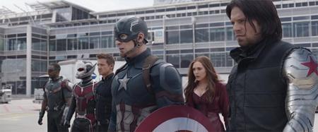 """Bộ phim mang đề tài nội chiến siêu anh hùng """"Captain America: Civil war"""" chính là tác phẩm ăn khách nhất trong năm nay với 1.153 triệu đô la Mỹ doanh thu phòng vé toàn cầu và đem về thành công rực rỡ cho hãng phát hành Walt Disney Studios. Như vậy, nhà """"Chuột"""" đã đóng góp tới 5 tác phẩm trong số những bom tấn ăn khách nhất năm qua."""