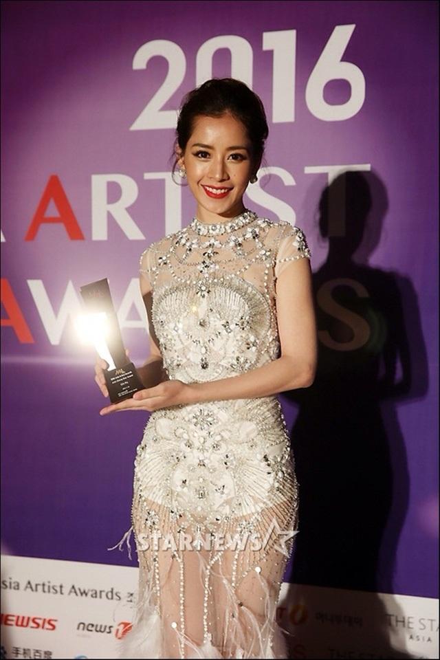 """Một năm """"gặt hái"""" giải thưởng quốc tế của sao Việt - 1"""