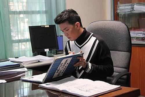 Thầy giáo Đàm Vĩnh Hưng xuất hiện đầy lịch lãm dù chỉ trong một bộ phim ngắn