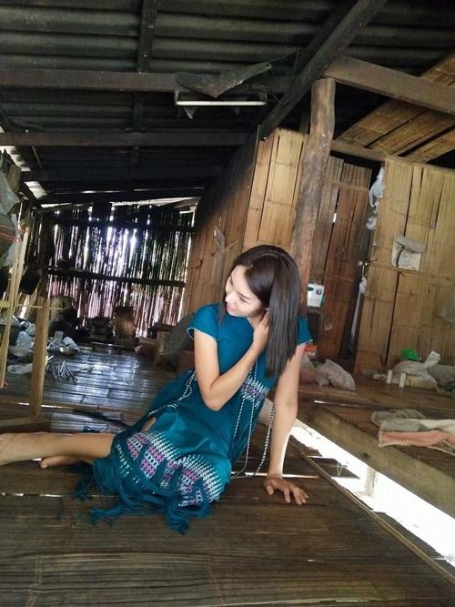 Ngắm dung nhan người mẫu Thái Lan tắm bùn trong ổ gà - 8