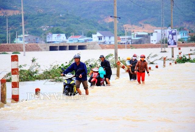 Theo Ban Chỉ huy PCTT và TKCN Bình Định, chiều ngày 4.11 lượng mưa tại địa phường này đã giảm, bình quân 26 mm.