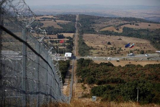 Những bức ảnh khác biệt về đường biên giới trên khắp thế giới - 16