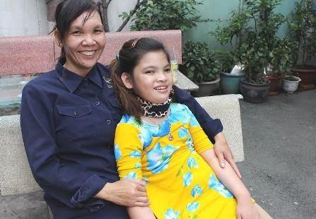 Sau nhiều năm kiên trì chạy chữa, đây là lần đầu tiên ông bà Nguyễn Phước Bảo Tài thực sự có hy vọng chữa được bệnh bại não cho con.