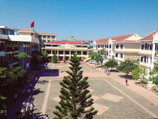 Trường THPT chuyên Lê Hồng Phong là đơn vị thể hiện sự sáng tạo của địa phương - tiên phong xây dựng chương trình tuyển sinh đầu vào riêng, chương trình khung giảng dạy riêng.