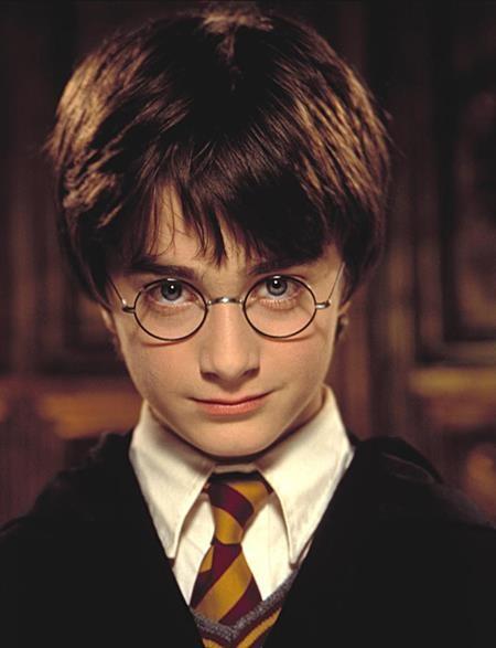"""Daniel Radcliffe từng """"nổi đình nổi đám"""" với vai diễn Harry Potter"""