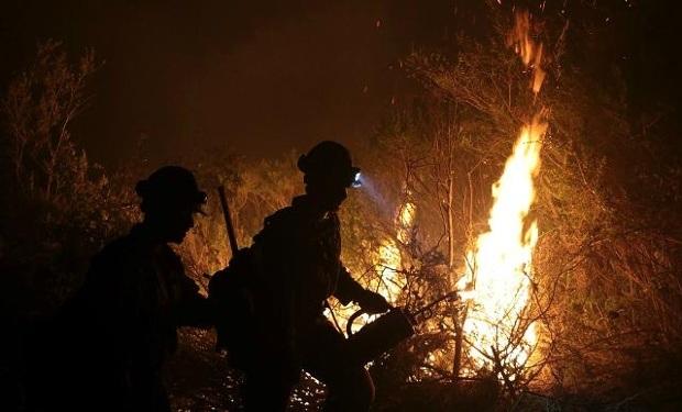 Lính cứu hỏa chiến đấu với trận cháy rừng Soberness ở Rừng quốc gia Los Padres, California. Nó bắt đầu do 1 lửa trại bất hợp pháp ngày 22/7/2016 và vẫn còn tiếp tục cháy đầu tháng 10.