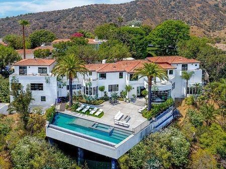 Nhà mới của giọng ca 24 tuổi toạ lạc ngay trên vùng đồi Hollywood Hills…