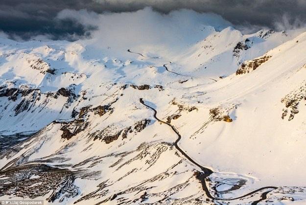 Bộ ảnh về tuyến đường đẹp nhất châu Âu khiến mọi phượt thủ si mê - 2
