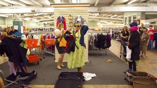 Ghé thăm cửa hàng bán hành lý bị thất lạc ở Alabama - 2
