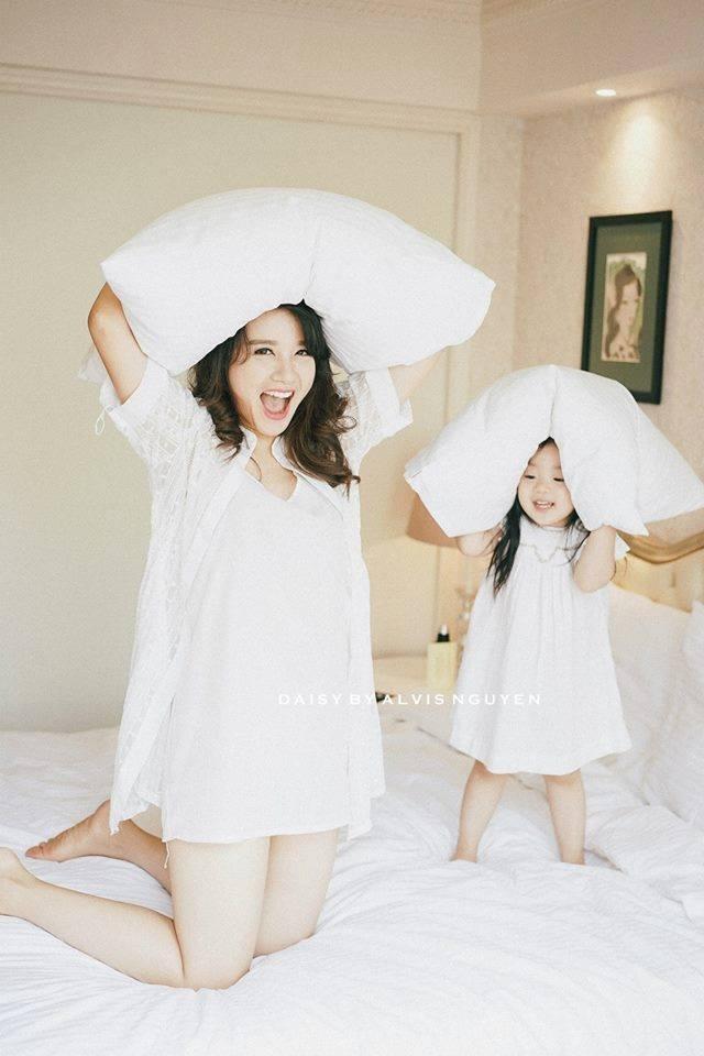 Minh Trang và con gái đầu