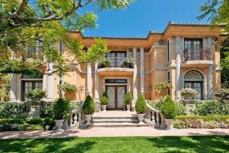 Dinh thự của Charlie Sheen được rao bán với mức giá 9 triệu đô la Mỹ
