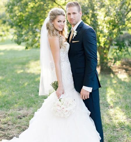 Vào hôm 8/10 vừa qua, hai ngôi sao Nikki Ferrell và Tyler VanLoo đã nói lời gắn kết trọn đời với nhau trong một hôn lễ lãng mạn tại vùng quê Kansas City, Missouri.