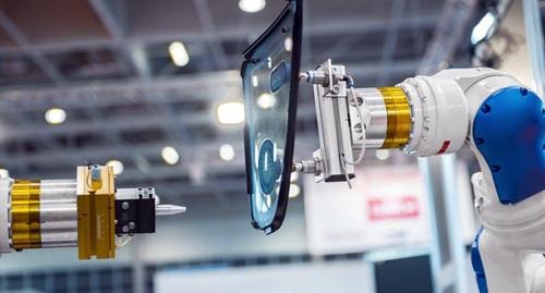 Cùng với những tác dụng tích cực, Robot sẽ cạnh tranh việc làm với người lao động