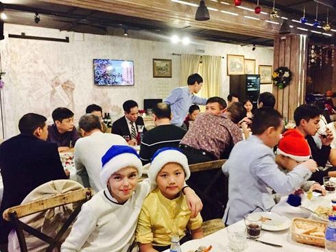 Các em thiếu nhi Nga cũng được tới dự với các bạn Việt Nam
