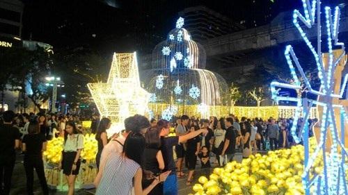 Người Việt đón Noel ở Bangkok - 3