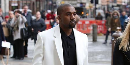 """Năm 2016 thực sự là một năm """"đen tối"""" của Kanye West khi nam rapper phải đón lễ Tạ ơn trong bệnh viện do bị suy nhược tinh thần nghiêm trọng và liên tục phải hủy show. Tuy nhiên, càng nhiều những rắc rối, độ nổi tiếng của ông xã Kim Kardashian càng tăng cao. Cuộc """"khẩu chiến"""" với Taylor Swift cùng phát ngôn muốn tranh cử Tổng thống Mỹ cũng khiến cho Kanye West trở thành """"khách quen"""" của các trang tin quốc tế."""
