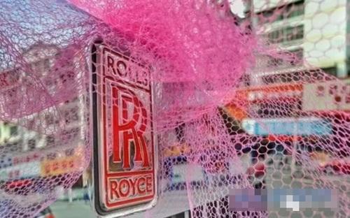 Siêu xe Rolls Royce với biển tứ quý 9999 trong đoàn rước dâu.