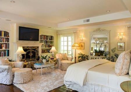 Phòng khách được thiết kế rất thanh lịch