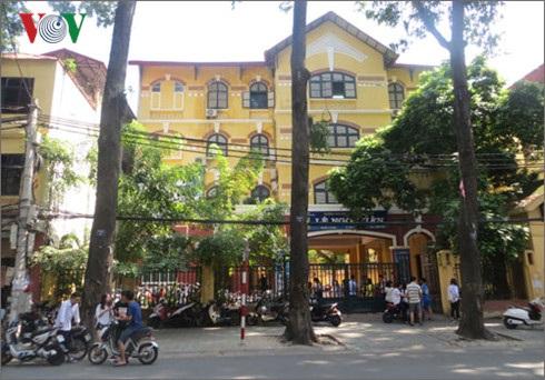 Đến nay, trường tiểu học và THCS Lê Ngọc Hân, quận Hai Bà Trưng vẫn cho học sinh học tập chung với trường tiểu học tại 41 Lò Đúc, Hà Nội nên học sinh cấp I vẫn chưa được học 2 buổi/ngày ở trường