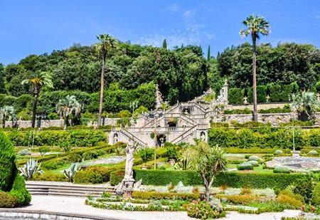 """Ở vùng Tuscany, nước Ý, công viên Pinocchio và khu vườn Garzoni là hai điểm đến không thể bỏ lỡ dành cho những ai hâm mộ cậu bé người gỗ, đặc biệt, Tuscany còn là quê hương của nhà văn Carlo """"Collodi"""" Lorenzini, người đã viết nên tác phẩm """"Những cuộc phiêu lưu của Pinocchio"""""""
