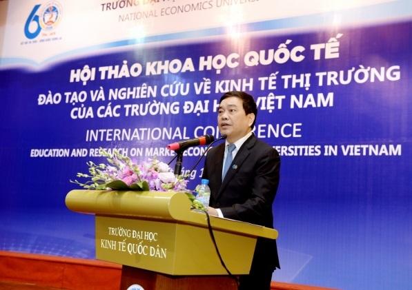 Hiệu trưởng trường ĐH Kinh tế quốc dân Trần Thọ Đạt